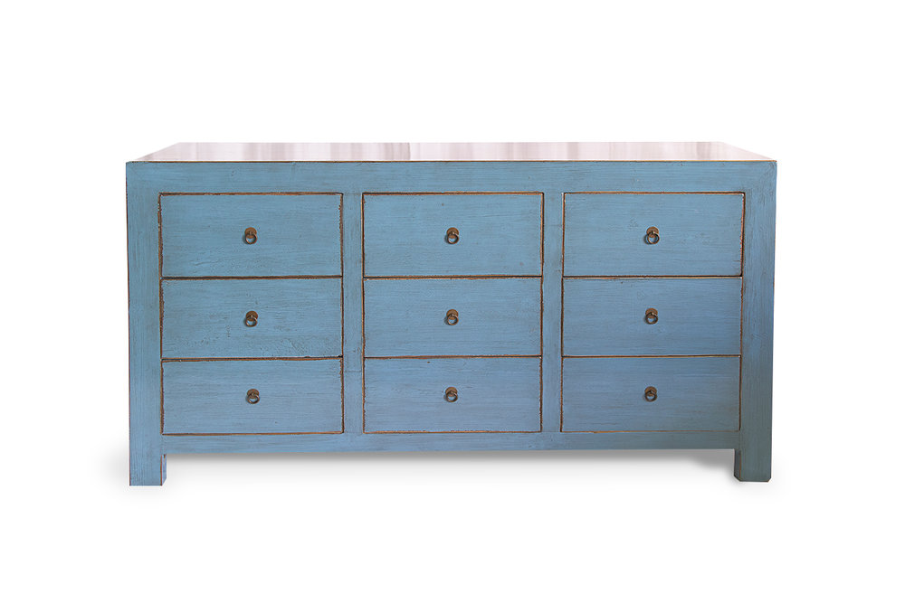 Cómoda de madera acabada en azul alto brillo, formada por 9 cajones. Posibilidad de otras medidas y acabados. Medidas 160x45x90