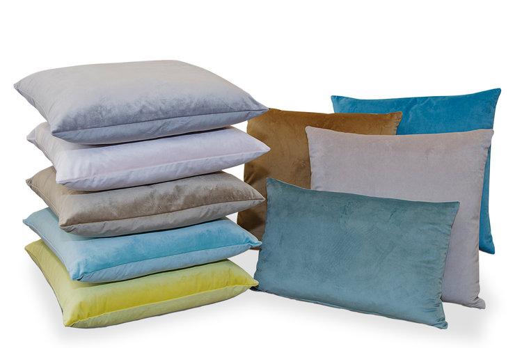 Cojines varios tamaños y colores segÚn temporada. Consultar en tienda.