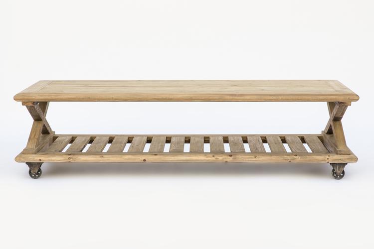 Mesa de centro con revistero en madera y tapa en madera natural. Detalle de ruedas metálicas.Medidas 185x79xh.51