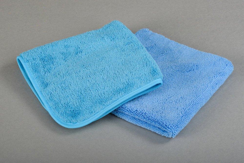 POLISH TOWEL LASER TOWEL 40x40cm - NL Professioneel polijst-glansdoek voor wagens. Zeer dik en superzacht.FR Idéale pour le buffing, pour l'application des cires, pour les finitions.lustrer sans aucun risque de rayure.Pour les plus exigeants des professionnels de la carrosserie.EN Buffingtowel for garages, body shops, showrooms, carwashes, refurbishing shops … its long fibres, softness, weight, everything had been designed to offer a perfect result.