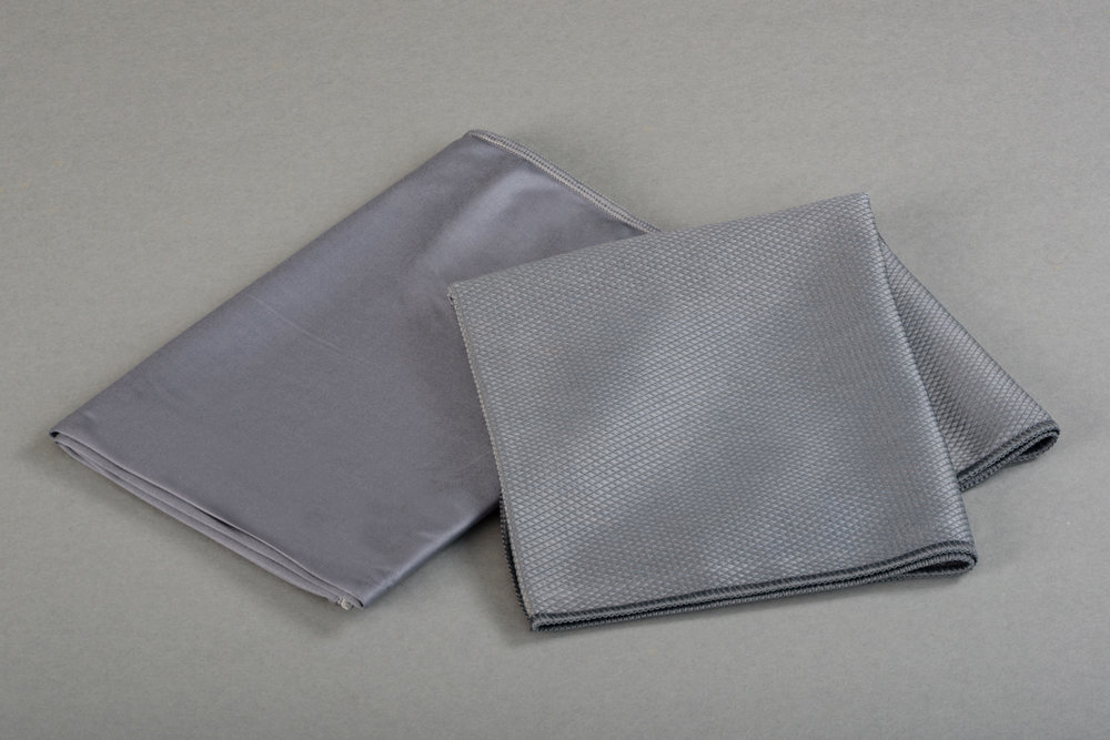 Grey silk 50x70 Micro Metallic 40x75 -