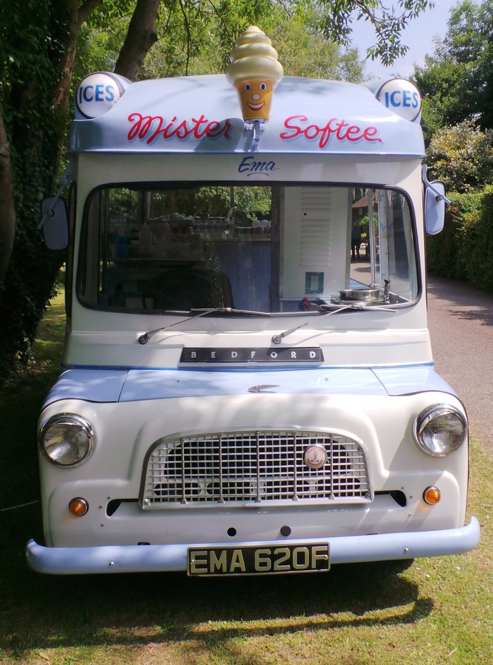 Ema - Our 1969 Bedford CA vintage ice cream van