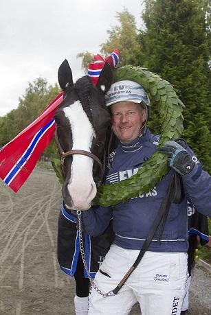 Øystein Tjomsland ble trenerchampion på Sørlandets Travpark i 2015. Foto: Hesteguiden.com.