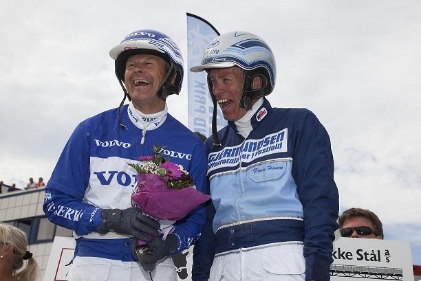 Disse glade guttene får du møte i lørdagens tipsmøte før V75-omgangen. Foto: Hesteguiden.com.
