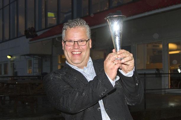 Ingvar Ludvigsen styrer Showbingo-skuta med stø hånd. Foto: Hesteguiden.com