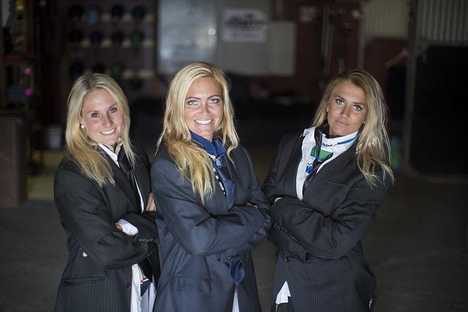 """Karin Hauge (f.v.), Grethe Cecilie Skaar og Martine Finsand er blant jentene som stormer frem i sørlandstravet. Jentene kan du lese mer om i """"Hest i sør 2016""""."""