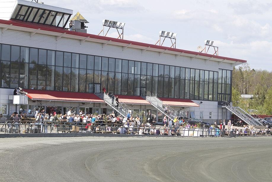 Lørdag 27.august blir det bruktmarked på Travparken i forbindelse med V75-omgangen. Illustrasjonsfoto: Hesteguiden.com.