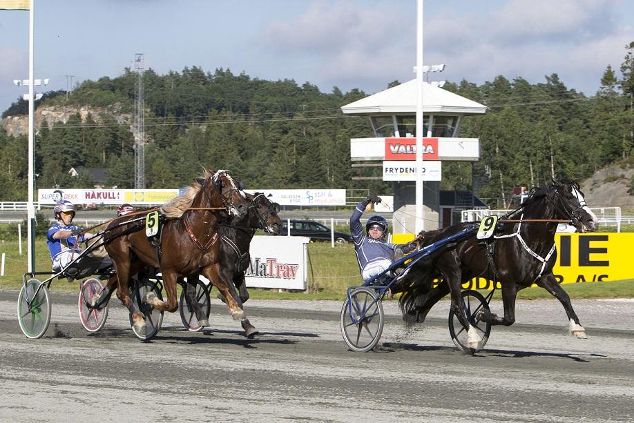 Tekno Odin, her fra NM-seier på hjemmebane, satte ny norsk rekord i Bergen lørdag. Foto: Hesteguiden.com.