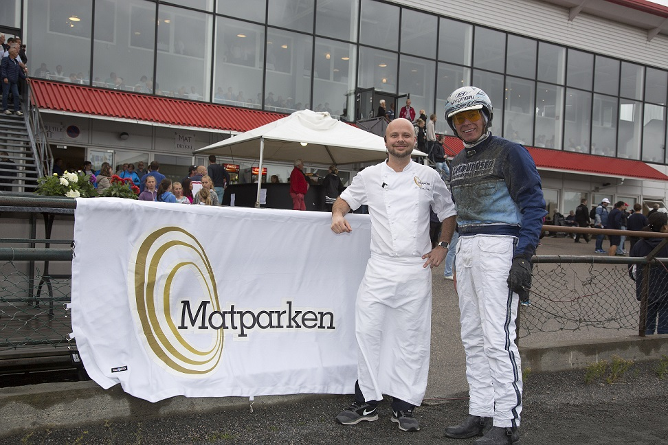 Kjøkkensjef Kim André Flaten, Matparkens far, sammen med Frode Hamre. Foto: Hesteguiden.com.