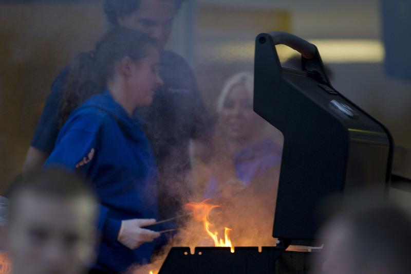 Under løpsdagen tirsdag 11.juli serveres det gratis grillmat i hesteringen. Illustrasjonsfoto: Hesteguiden.com.