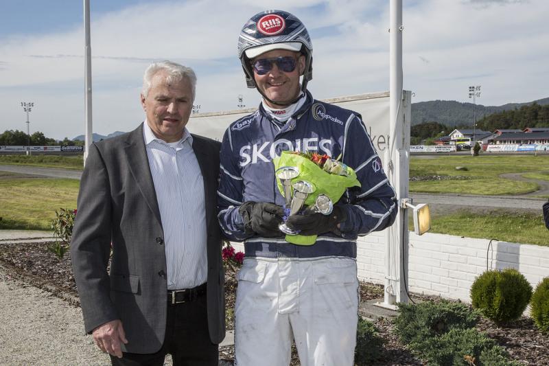 Øystein Tjomsland har fått frem nok en seiersmaskin i El Viktor. Selv fra spor 12 førstkommende tirsdag blir han stor favoritt. Foto: Hesteguiden.com.