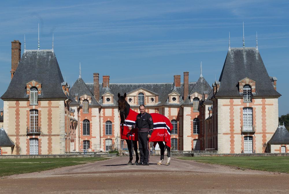 Under årets siste V75-kjøring kåres vinneren av Frankrike-turen som blant annet får oppleve det fantastiske treningsanlegget Grosbois. Foto: Eirik Stenhaug.