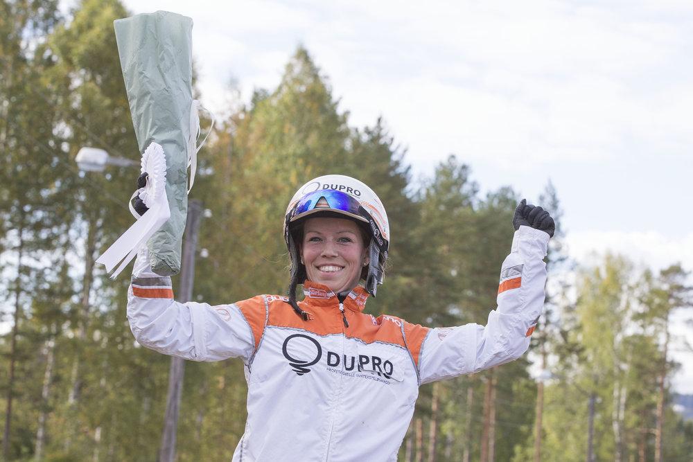 Vår nye travskoleansvarlige, Jeanett Dagsvold, kommer på besøk til Travskolen mandag 18.juni. Foto: Hesteguiden.com.