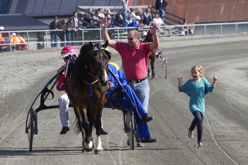 På lørdag har du sjansen til å oppleve gleden og spenningen ved å være hesteeier. Foto: Hesteguiden.com.