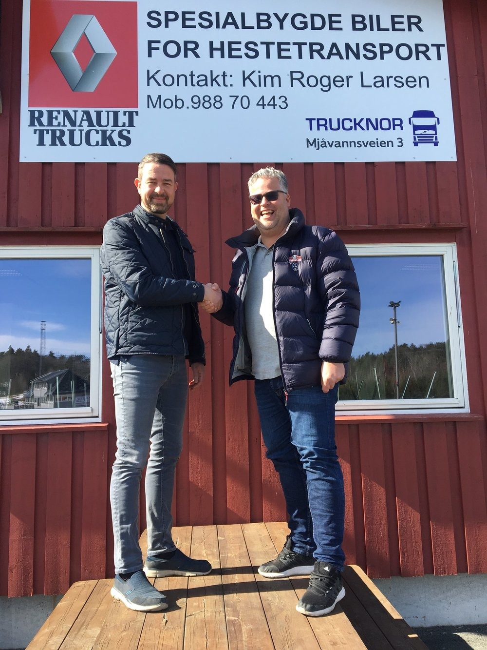Kim Roger Larsen (t.v.) og markedssjef Ingvar Ludvigsen ser frem til videre samarbeid mellom Sørlandets Travpark og Trucknor. Foto: Richard Ekhaugen.