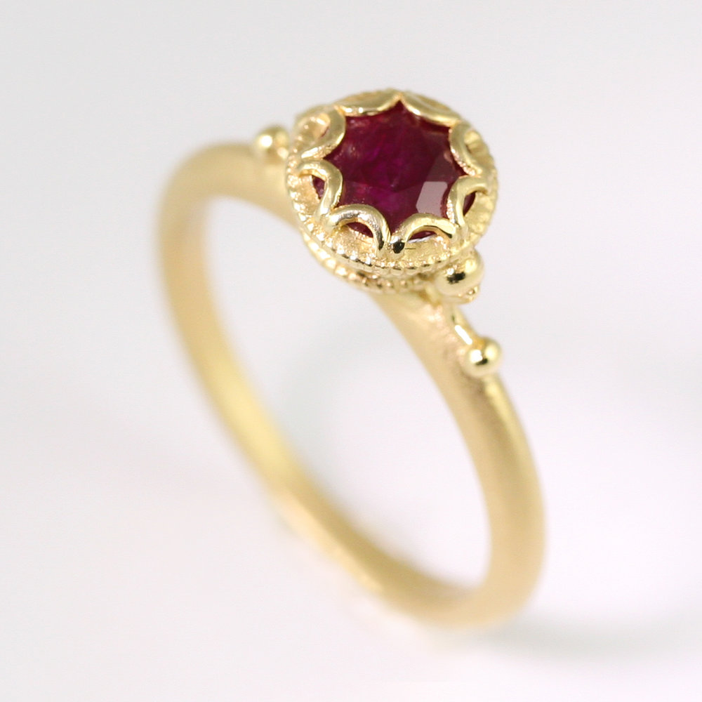 scalloped_Bezel_Ruby