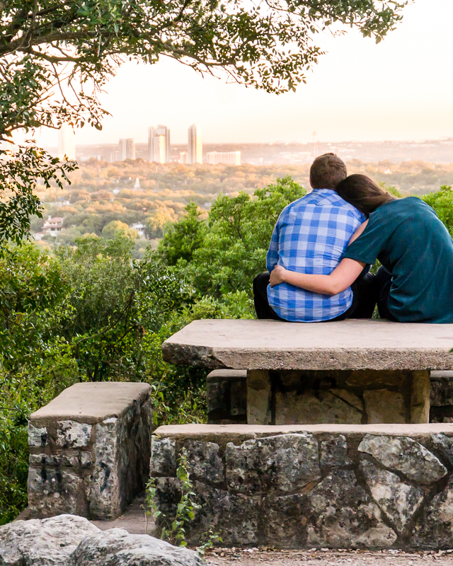 Mount-bonnell-Engagement-photo.jpg