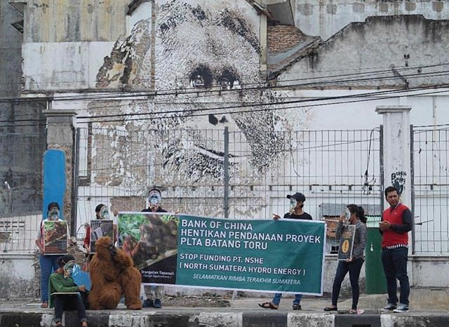 Photos from @orangutaninformationcentre @vhils mural in Medan Indonesia yesterday as 12 cities across the world coordinated to protest the bank of China's funding of the development of the hydrodam threatening 800 newly classified orangutan. The verdict of the ongoing legal action should be revealed Monday. More to follow  #splashandburn #batangtoru #damthedam #tapanuliorangutan