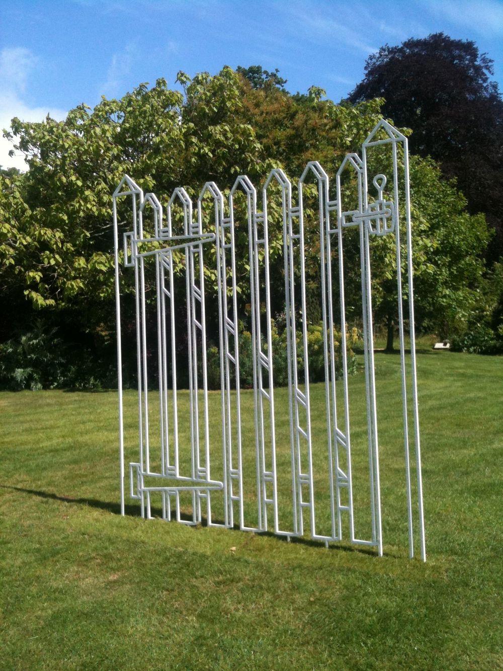 Gate (white)