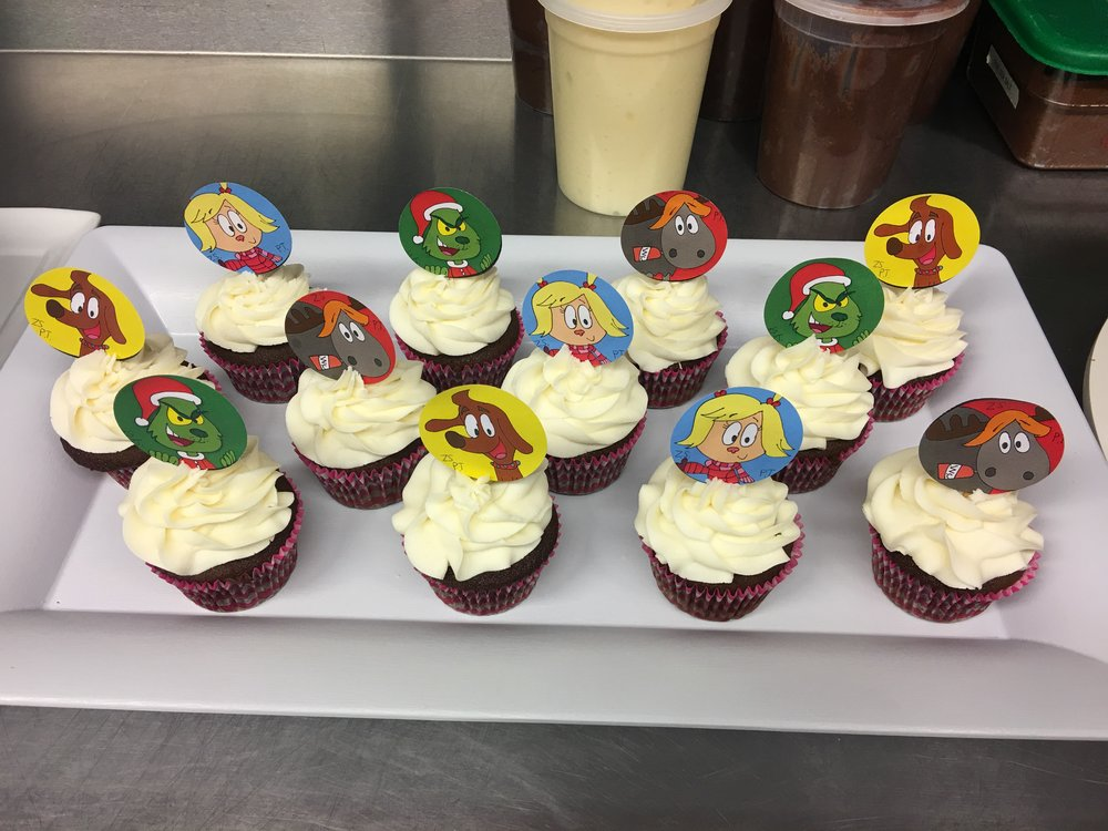 Zach_s Grinch Cupcake Toppers.JPG