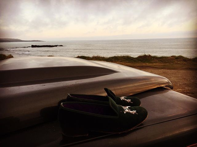 Atlantic dreamers. #slippers #hares #ireland #atlantic #beach #landrover #defender #bespoke #luxury
