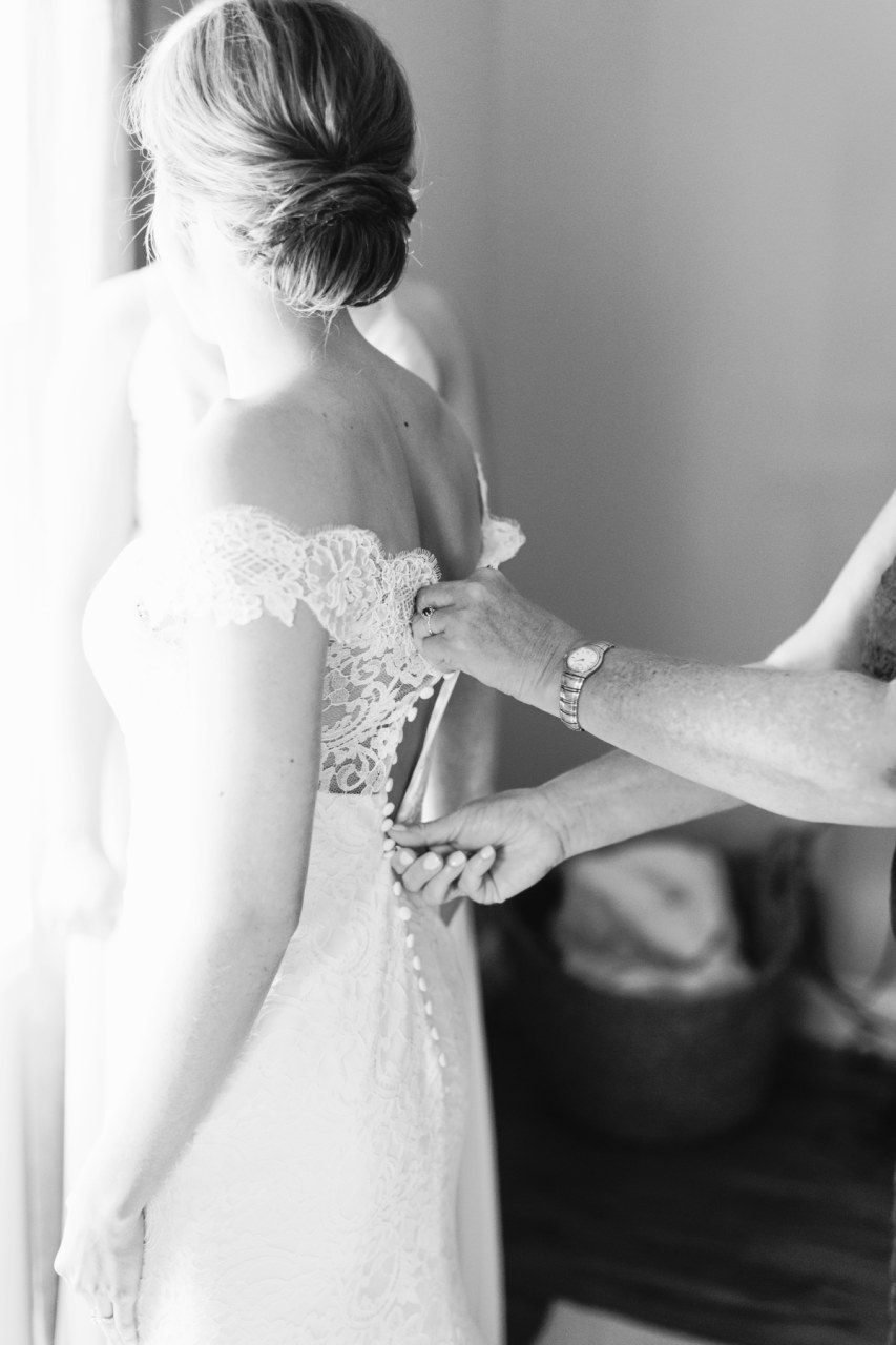 01_BrideGettingReady_088.jpg