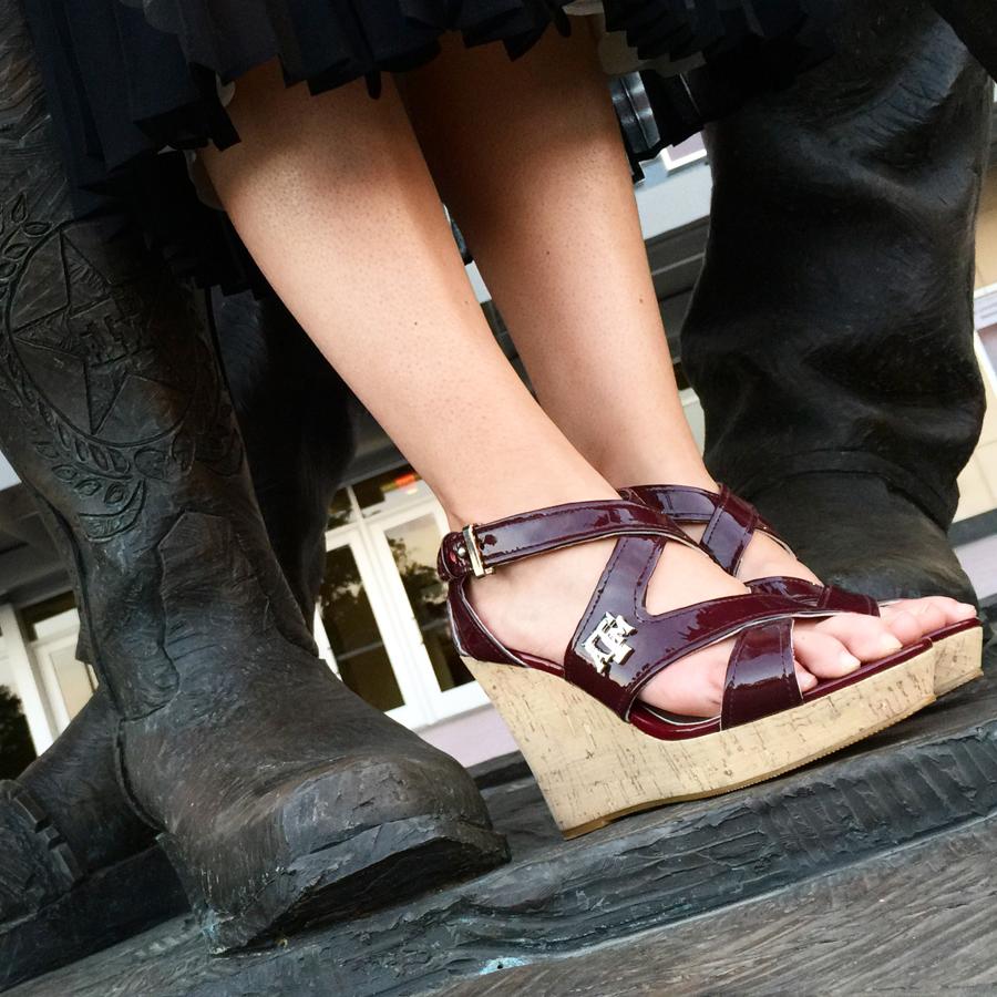 texas-a&m-heels-gig-em-heels-wedge-kyle-field-900.jpg