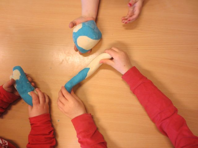 Using play dough without tools at Hjallastefnan.