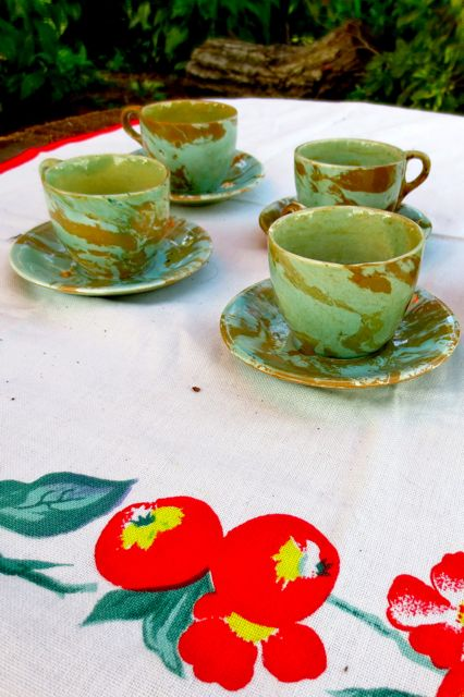 Teacups and saucers.
