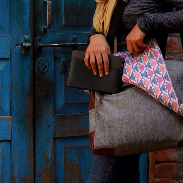 Featuring a top zipper and magnets to keep the flap secured, our Kathmandu Canvas messenger is made from organic cotton and traditional handwoven dhaka from our partners in Southwestern Nepal. Message us for information on how you can pre-order. #estwst #handloom #organic #consumeconsciously #connectglobally