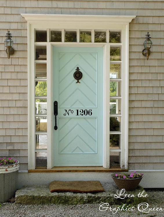 A fun color on the front door adds a pop of personality! This one also features vinyl decal house numbers on the door, for and added touch. You can find them at  Leen the Graphics Queen.