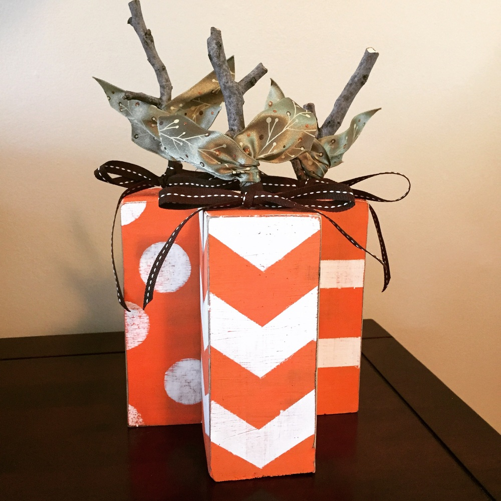 Pretty woodblock pumpkins project: A little paint, some twigs, ribbon and hot glue...presto, adorable pumpkins!