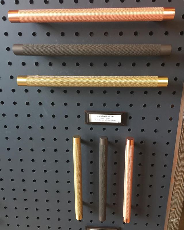 Seriously, these are my new favorite pulls. #gorgeous #matte #knurled #cabinetpulls
