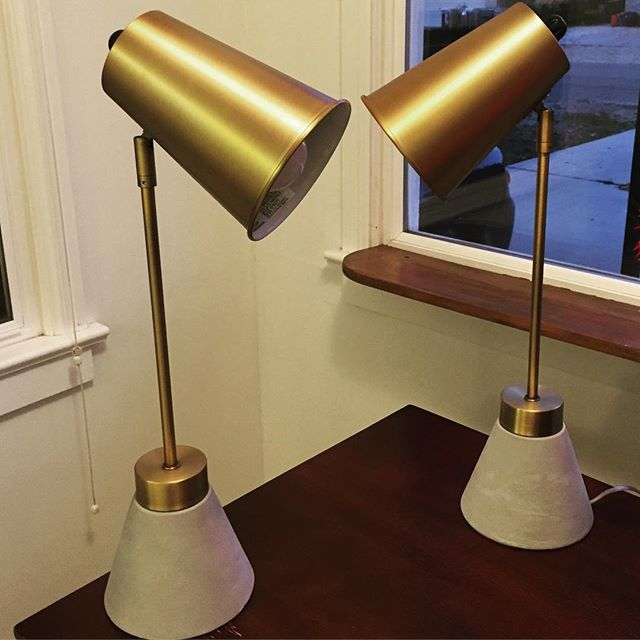 These: #swoon! #homestaging #modstyle #officedecor #homeoffice #lamps #bedsidelamp #modern #lighting #ilovelamp #brassandconcrete #homedecor #rossfinds #designich #homestager #interiordesign