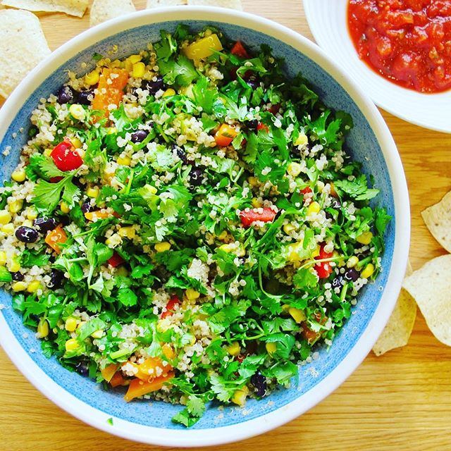 Are you a dipping snob? Try this spicy Mexican quinoa salad hack for a protein-packed, fibre-rich option // salad recipe at the link in profile, add some salsa and grab your favourite chips. Starting dipping and enjoy this guilt-free snack, throw some 🥑 in for good measure #healthfoodsnob