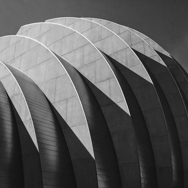 #architecture #monochrome #lightandshadow #kauffmancenter