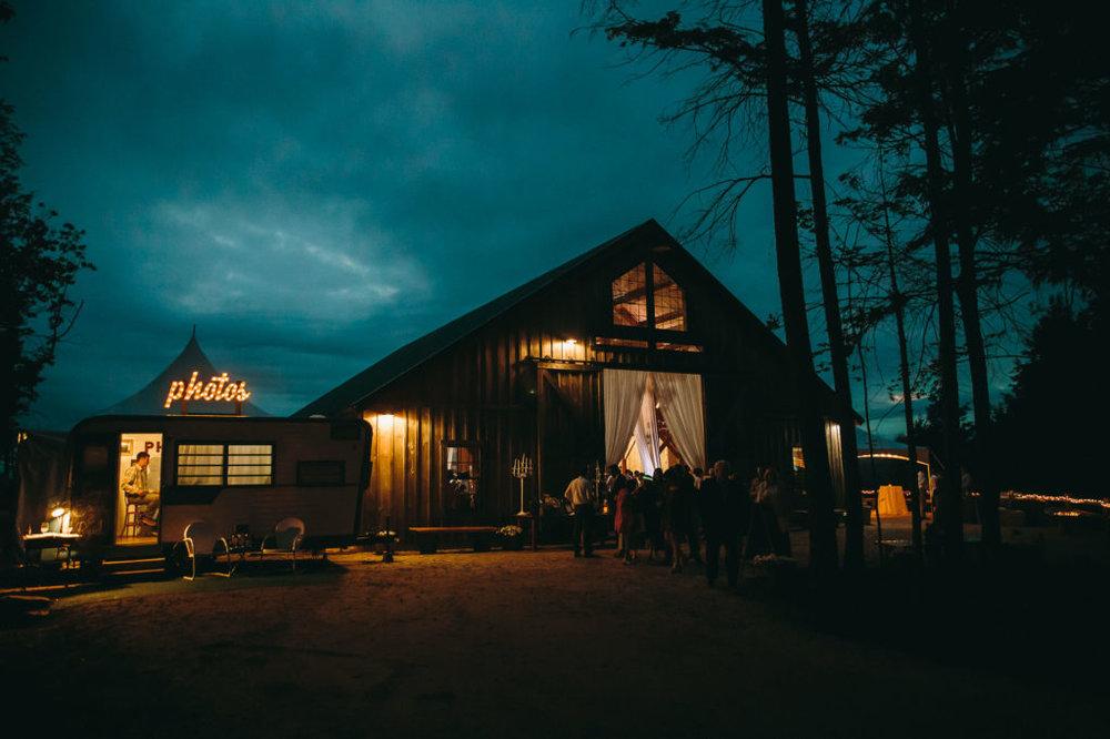 maine-wedding-photographer-wedding-photographers-in-maine-broadturn-farm-wedding-blue-elephant-wedding-granite-ridge-barn-and-estate-VOOHNH3W.jpg
