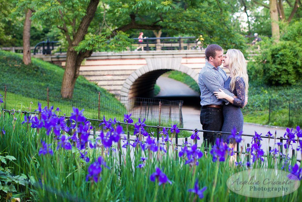 NYC_Central_Park_Engagement_Photographer_Ideas_Spring FLowers
