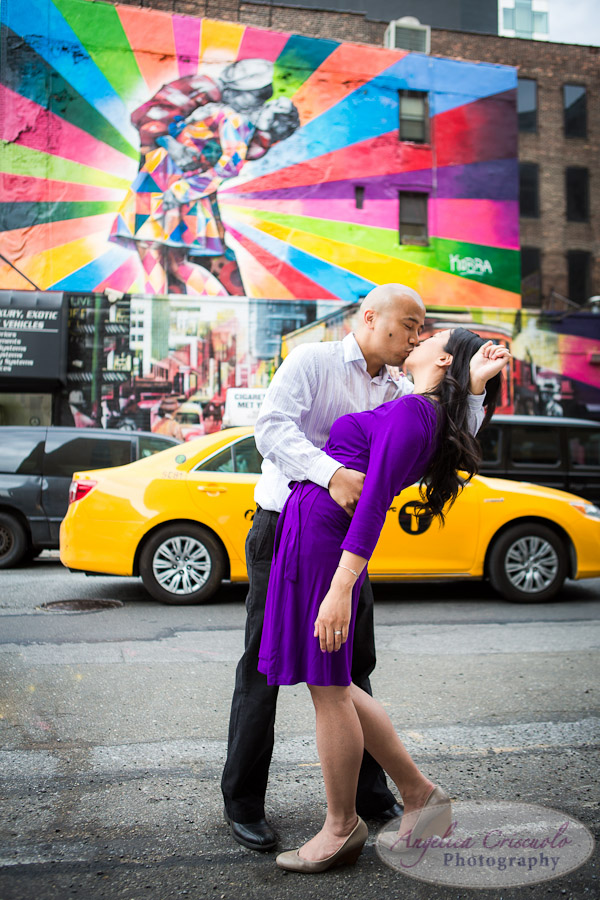 NYC_Engagement_Photography_TheHighLine_UniqueFunMural_SamanthaEugeneWEB-1.jpg