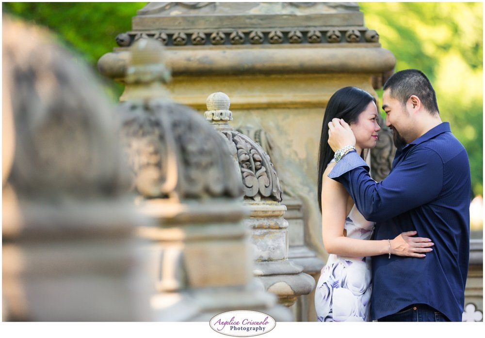 Centra Park Engagement Photographer photo ideas romantic
