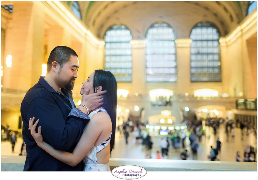 Centra Park Engagement Photographer photo ideas Grand Central  romantic pose