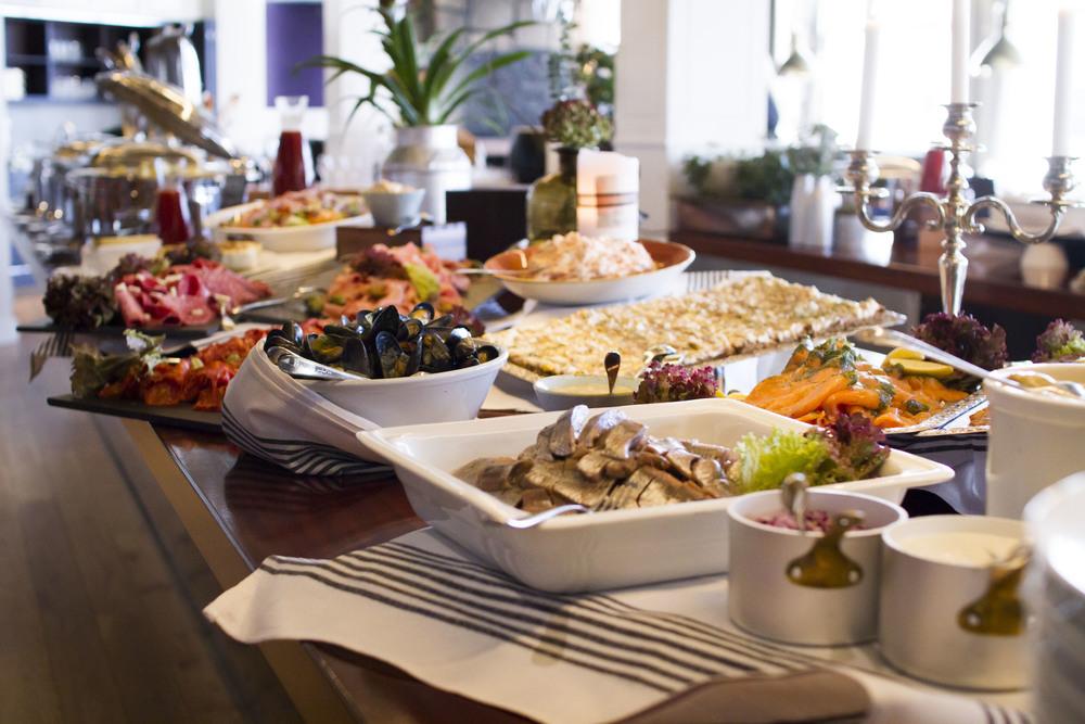 Söndags-brunch i restaurang Captains Table på Stenungsbaden