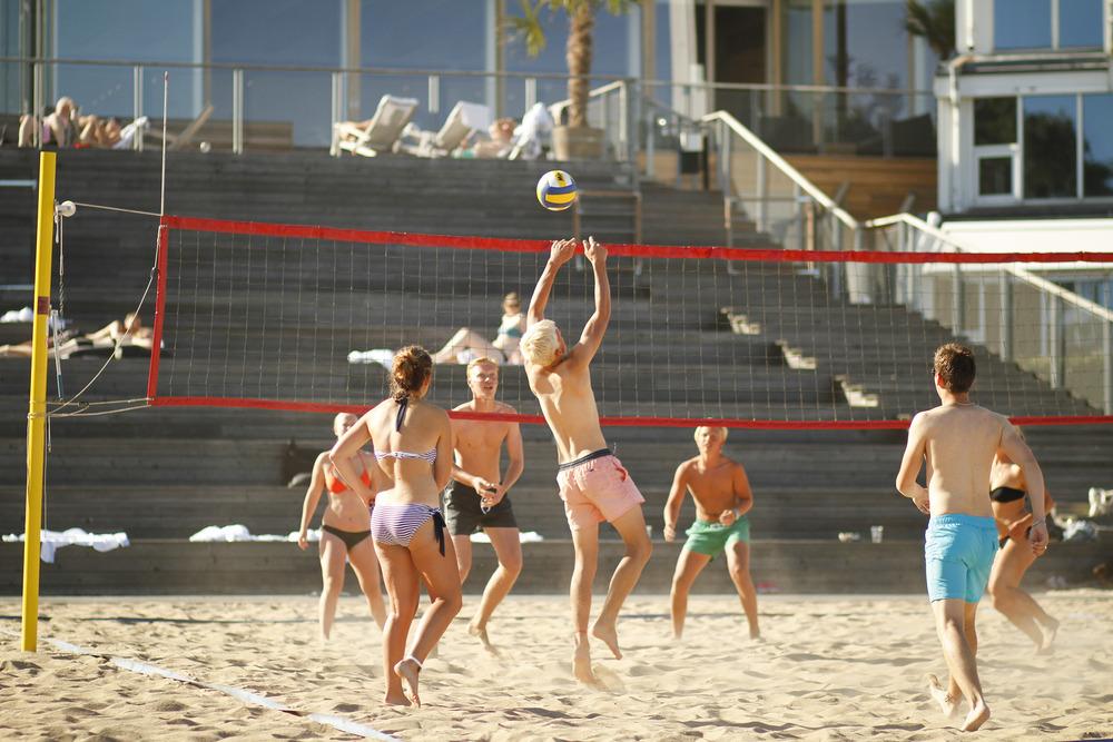 Aktiviteter p� Stenungsbaden som Beach-volleyboll