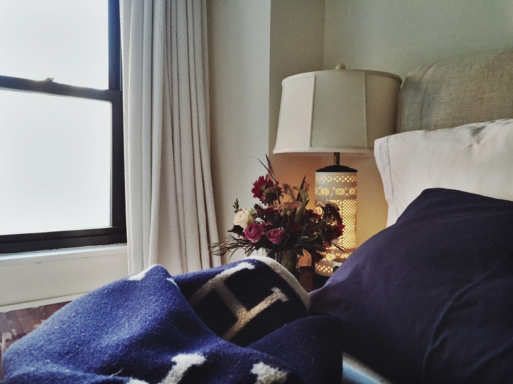 Parachute Navy pillowcases // Hermes Wool Avalon Blanket // Putnam & Putnam Flowers