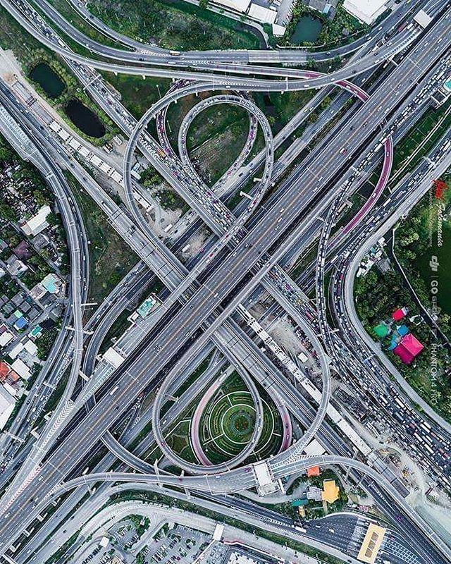 Happy Monday! Driving straight into a lovely Valentines Day week ahead!❤️📷 via @civilengineeringdiscoveries⠀ .⠀ .⠀ .⠀ #civilengineering #transportation #freeway #roads #roadtrip #publicwork #traffic #monday #tinyatlas #travel #travelphotography