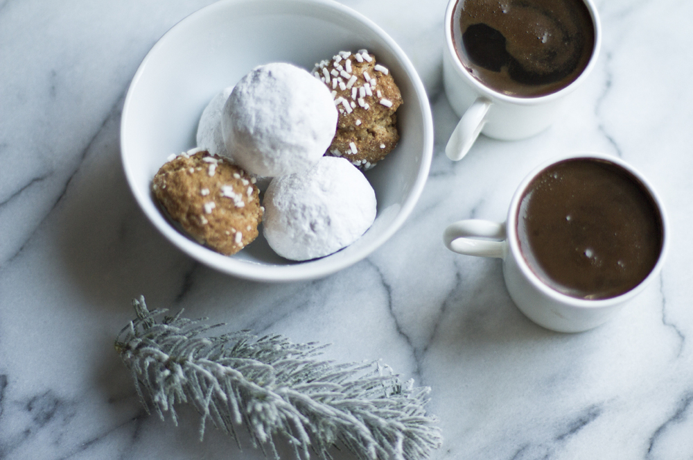 Pfeffernüsse and amaretti cookies go perfectly with coffee!