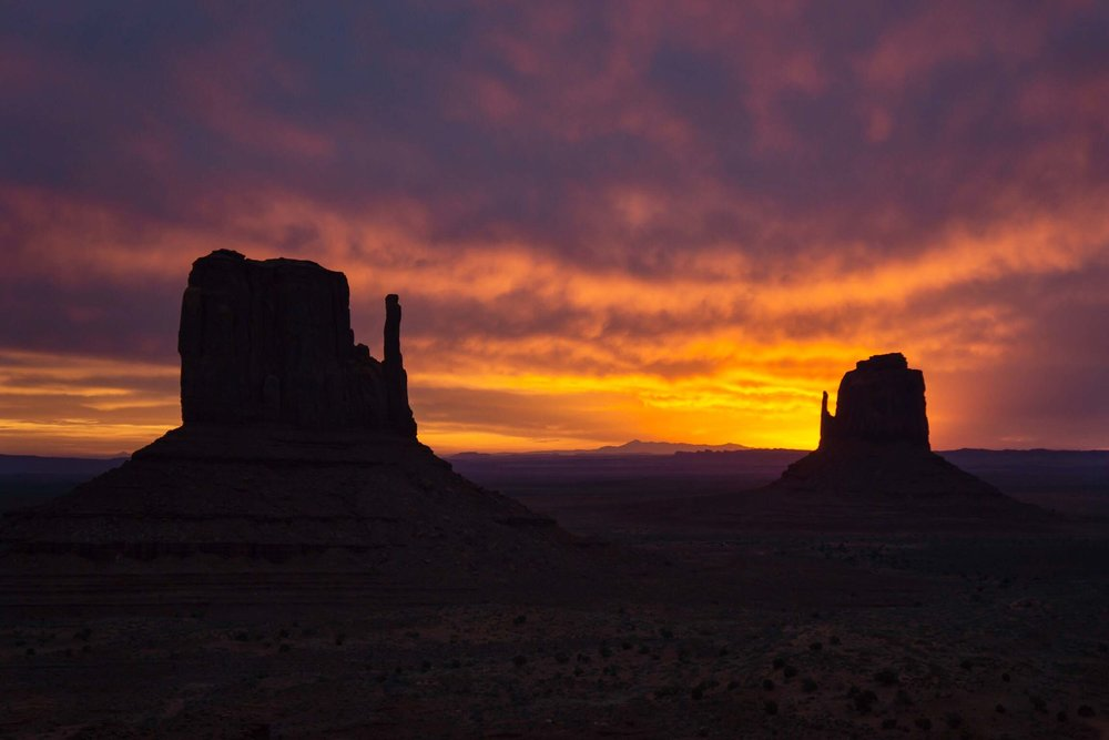Monument_Valley_Mittens_Sunrise_Hank_Blum_Photography.jpg