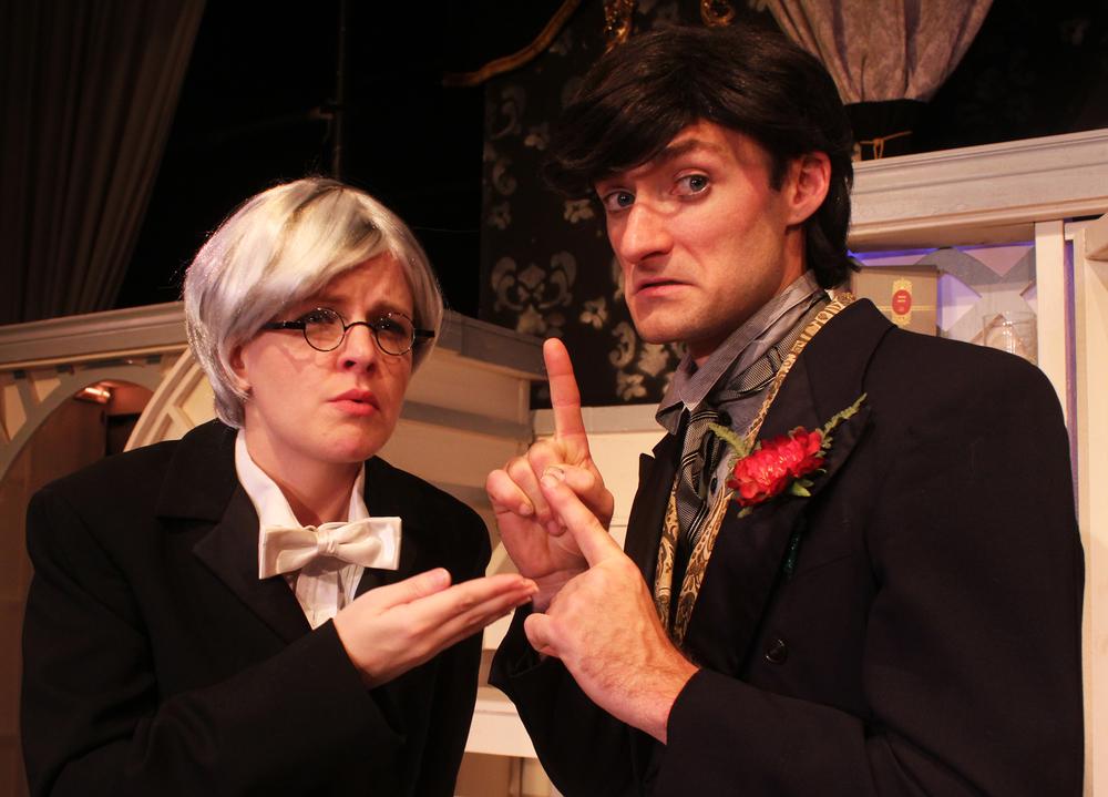 Phipps (Kathryn Miller), Lord Goring (Ian Potter)