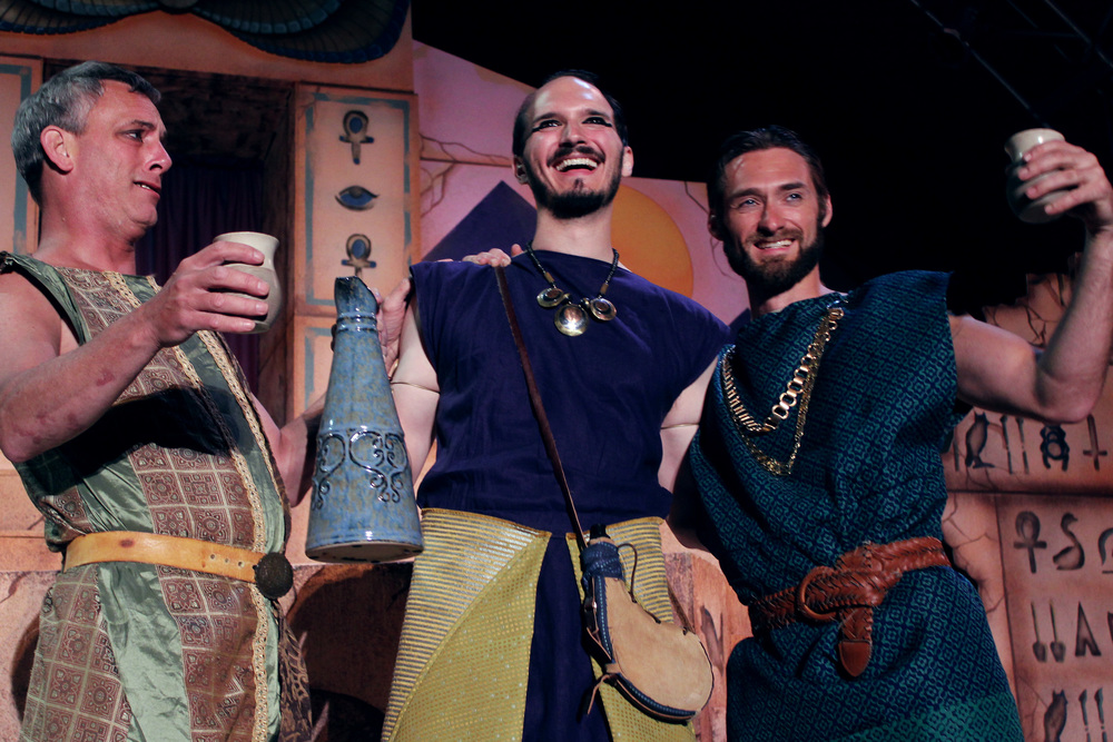 Antony (Philip Wheeler), Enobarbus (Thomas Weaver), Pompy (Ian Potter)
