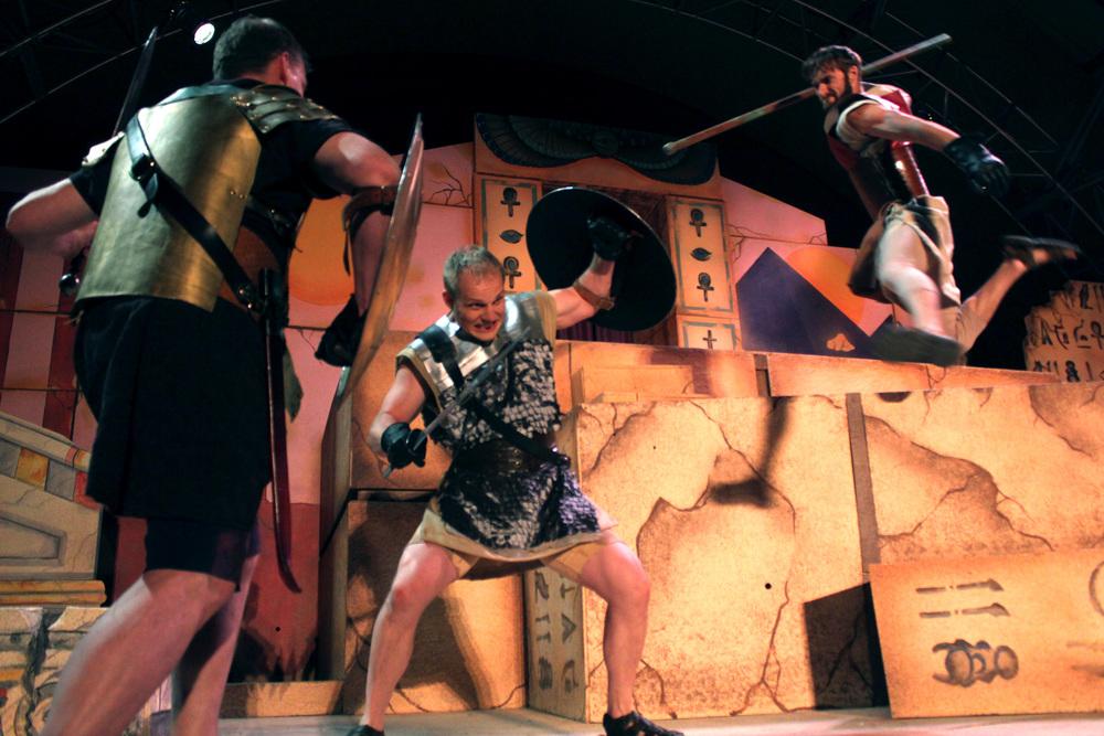 Agrippa (David Richwine), Scarus (Jeremy Burkett), Proculeius (Ian Potter)